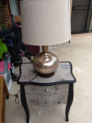 Lamp and night table for Sale in Boca Raton, FL