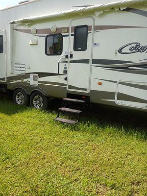 Cougar 5th wheel camper for Sale in INDIAN LK EST, FL