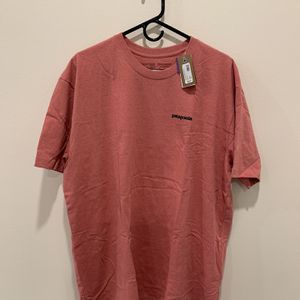 Patagonia T-shirt for Sale in Los Angeles, CA