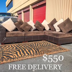 4 Piece RC Willey Modular Sectional Couch w/ Pillows for Sale in Las Vegas,  NV