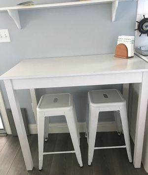 """White wooden Counter Height Bar Table with two 24"""" metal stools for Sale in Fresno, CA"""