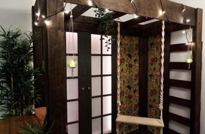 Faux porch with swing (for indoor use) for Sale in Brooklyn, NY