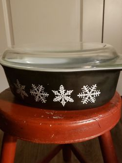 Vintage Rare Pyrex Black Snowflake 2.5 Quart Casserole Dish for Sale in Lincoln,  NE