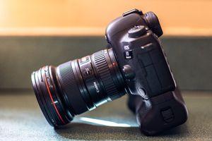 Canon 5d mark iv w/ 16-35 2.8 ii L series & battery grip for Sale in Philadelphia, PA