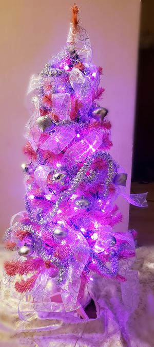 4ft pink tinsel Christmas tree for Sale in Schaumburg, IL