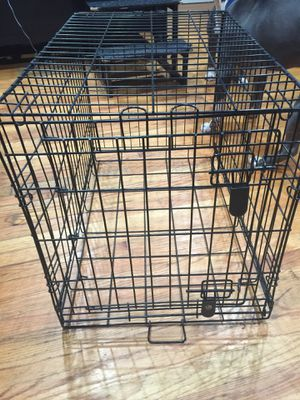 Medium dog crate 30x18.5 for Sale in Worcester, MA