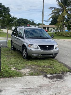 2005 Chrysler town and country for Sale in Plantation, FL