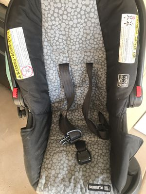 Very new graco car seat, only need to wipe the dust for Sale in Naperville, IL