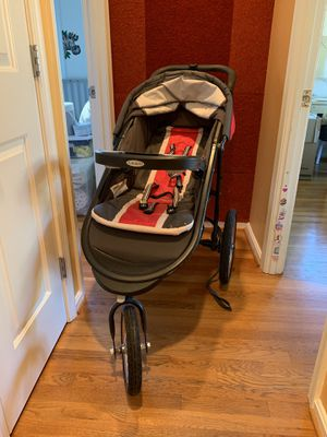 Graco running stroller with car seat for Sale in Bethesda, MD