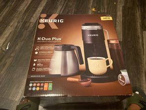 KEURIG K•Duo PLus single serve& carafe coffee maker for Sale in Houston, TX