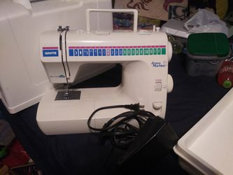 Older White Sewing Machine for Sale in Denver, CO