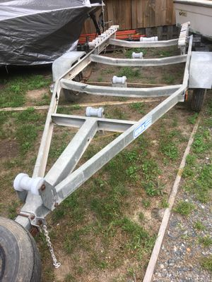Small trailer for 15/18 boat good title lites work spare tire 410,,.533,.42o2 for Sale in Glen Burnie, MD