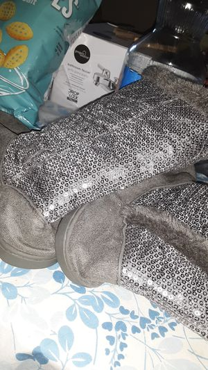 Girls boots size 3 for Sale in Saint Pauls, NC