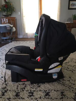 Graco infant car seat and base for Sale in Virginia Beach, VA