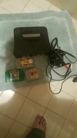 N64 w 3 games including zelda no controller for Sale in Cleveland, MS