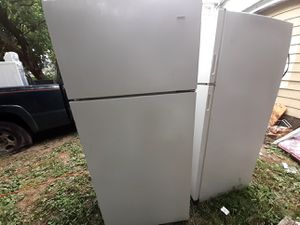 Kenmore Refrigerator. Very cold. Delivery available. Low ball offers will not be answered. for Sale in Columbus, OH