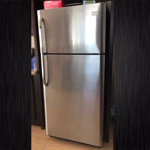 FRIGIDAIRE 18-cu ft Top-Freezer Refrigerator (Stainless Steel) for Sale in Los Angeles, CA