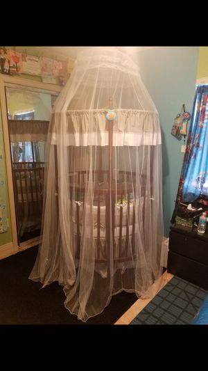 Unique Round baby crib with Free Mosquito net for Sale in Tampa, FL