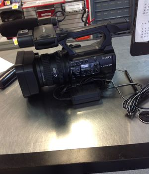 SONY NXCAM HXRNX100 WITH CHARGER for Sale in San Antonio, TX