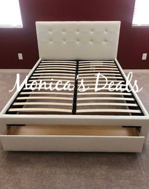 Queen storage bed & mattress $280 for Sale in Lakewood, CA