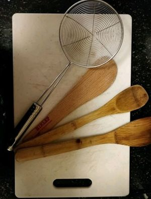 Chopping board and steel spider strainer with 3 spatulas for Sale in North Potomac, MD