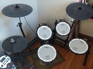 Roland electric drum set for Sale in Rock Island, IL