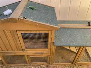 Never been used Chicken coop (2-3 chickens) for Sale in Palmdale, CA