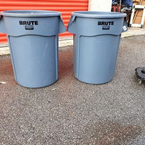 Brute Rubbermaid Trash Can for Sale in Columbus, OH