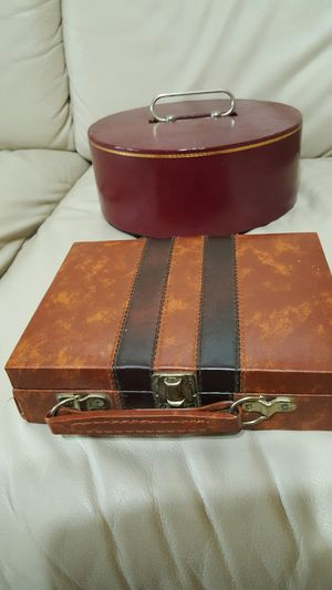 2 Leather case of poker chips for Sale in Park Ridge, IL