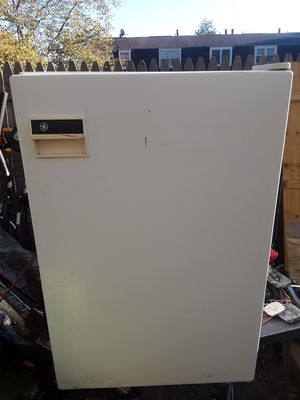Mini G.E fridge for Sale in Severn, MD