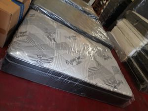QUEEN PILLOW TOP WITH BOX SPRING for Sale in Fresno, CA