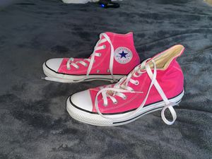 Size 8 pink converse for Sale in Rockmart, GA