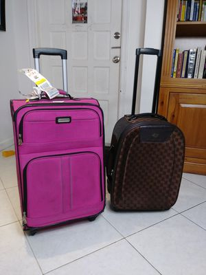 2 luggages for Sale in Pompano Beach, FL