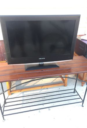 32 inch tv Curtis for Sale in Cleveland, OH