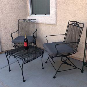 Patio Furniture, Chairs And Table for Sale in North Las Vegas, NV