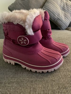 Snow Boots Size 9/10 Toddler/Kid for Sale in Wilsonville, OR