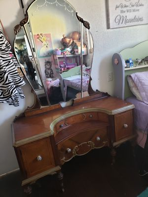 Antique dresser for Sale in Covina, CA