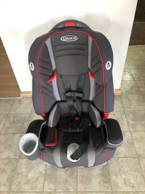 Graco 3 in 1 harness booster convertible car seat for Sale in Federal Way, WA