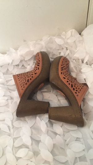 Born Clogs Size 10 for Sale in Henderson, NV