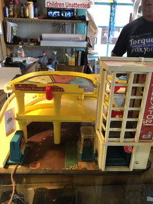 Vintage 1970s FISHER PRICE PARKING RAMP SERVICE CENTER. Stickers starting to peel but still hours of fun. Very good collectible. 28.00Toy. 212 no for Sale in Buda, TX