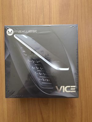 MaxWest VICE basic flip phone dual sim - Gold color. Sealed box for Sale in Pico Rivera, CA