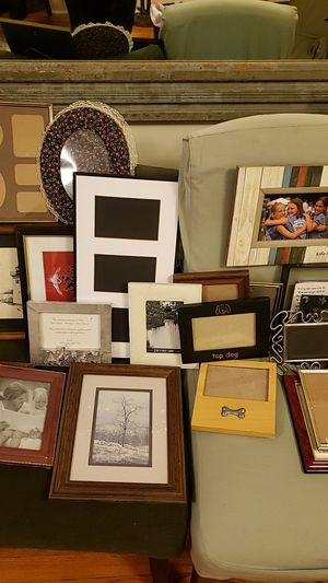 Box of assorted frames for Sale in Rhinebeck, NY