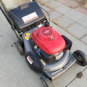 """Honda HRT216 (21"""") (ez start) ( Self propelled ) Lawn Mower ( ready to mow ) ( Twin Blades) for Sale in Anaheim, CA"""