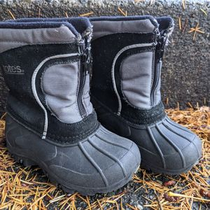 Little kids snow / winter boots, toddler size 6 for Sale in Mercer Island, WA
