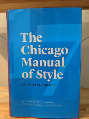 LATEST EDITION - Chicago Manual of Style, 17th Edition - Very Good Condition. Asking $40 for $70 Textbook! 45% OFF!! for Sale in Manassas Park, VA