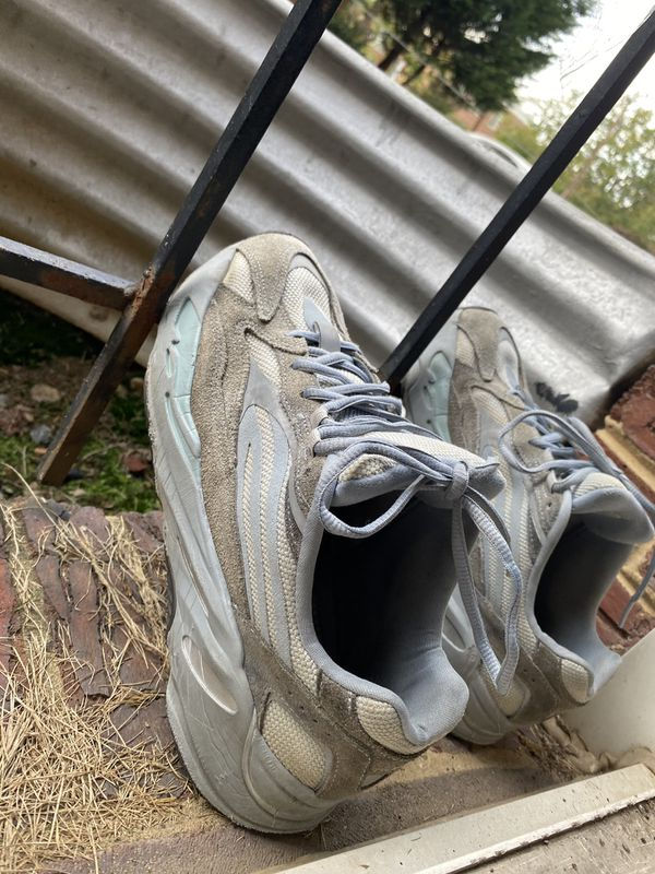 Yeezy 700 v2 used that's why so low