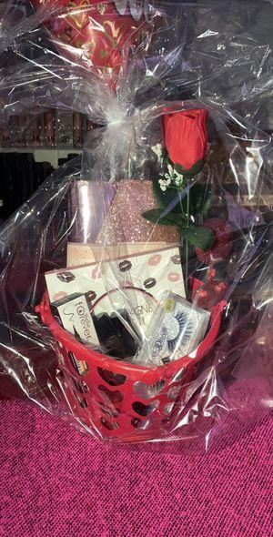 Valentines makeup gift 💝 sets/ regalos para San Valentine for Sale in Bloomington, CA