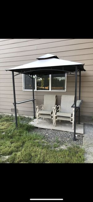 Patio cover with chairs for Sale in Tacoma, WA