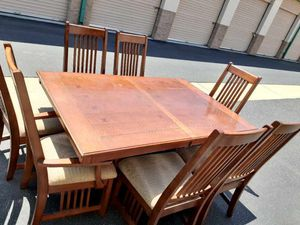 🎈🎈REALLY NICE DINING TABLE AND 8 CHAIRS WITH EXTENDED LEAF IN EXCELLENT CONDITION🎈🎈 for Sale in Ontario, CA
