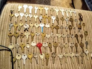 Huge lot of vintage and antique keys for Sale in Albuquerque, NM